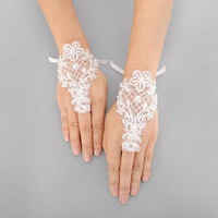 PEARL FLOWER CROSS LACE GLOVE